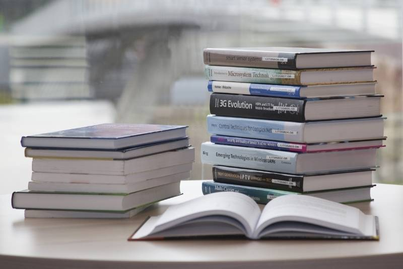 How to Prevent Mold & Mildew in Books